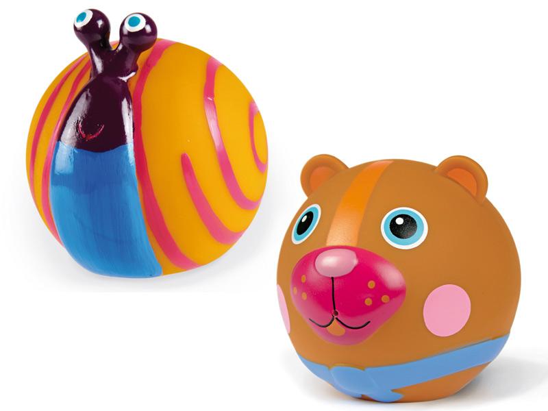 Oops Игрушка для ванны ЛесИгрушка для ванны ЛесИгрушка для ванны Лес Oops обязательно привлечет внимание Вашего ребенка своим ярким цветом, необычным дизайном и милой мордашкой.   Яркие цвета, безопасный материал и забавные персонажи Заполните игрушки водой и можно радостно брызгаться  Можно использовать дома в ванной, так и на улице в бассейне или водоеме  Швейцарская компания Oops специализируется на разработке и производстве эксклюзивных игрушек и аксессуаров для детей. Яркий узнаваемый дизайн, разнообразие используемых высококачественных материалов, широкий спектр расцветок и размеров, безупречное качество изготовления — это слагаемые успеха торговой марки. Ассортимент товаров Oops включает в себя мягкие и деревянные игрушки, полезные аксессуары, текстиль и даже мебель для спальни. Каждая линия детской продукции, с момента зарождения, детально прорабатывается в строгом сотрудничестве с лучшими лабораториями мира, с целью создания товаров высочайшего качества.<br>