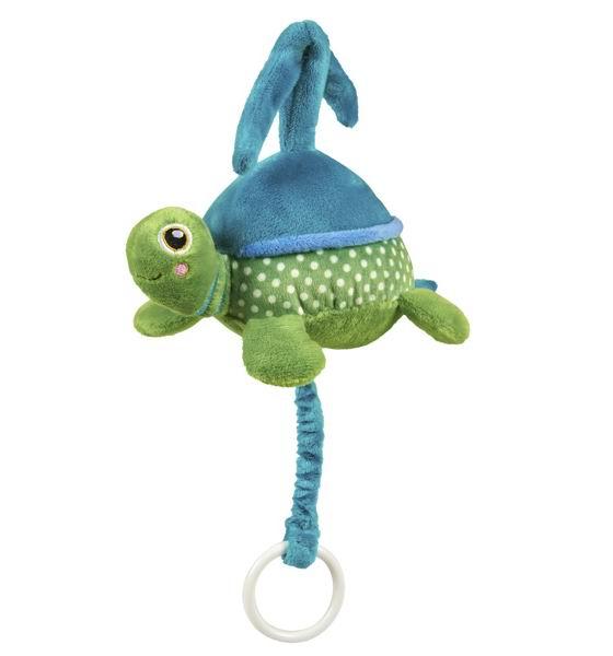Подвесная игрушка Oops музыкальная Черепашкамузыкальная ЧерепашкаМузыкальную подвеску Черепашка Oops Ваш ребенок оценит по достоинству.   Особенности: Изготовлена подвеска из мягкого текстиля ярких приятных тонов.  Потянув за колечко, ребенок услышит негромкую успокаивающую мелодию, которая поможет малышу успокаиваться и заснуть.  С такой игрушкой ребенку никогда не станет скучно.  Яркие цвета и компоненты будут содействовать развитию цветового и слухового восприятия, тактильных ощущений, моторики и мыслительной деятельности.  Крепиться к кровати при помощи специальных веревочек.  Швейцарская компания Oops специализируется на разработке и производстве эксклюзивных игрушек и аксессуаров для детей. Яркий узнаваемый дизайн, разнообразие используемых высококачественных материалов, широкий спектр расцветок и размеров, безупречное качество изготовления — это слагаемые успеха торговой марки. Ассортимент товаров Oops включает в себя мягкие и деревянные игрушки, полезные аксессуары, текстиль и даже мебель для спальни. Каждая линия детской продукции, с момента зарождения, детально прорабатывается в строгом сотрудничестве с лучшими лабораториями мира, с целью создания товаров высочайшего качества.<br>