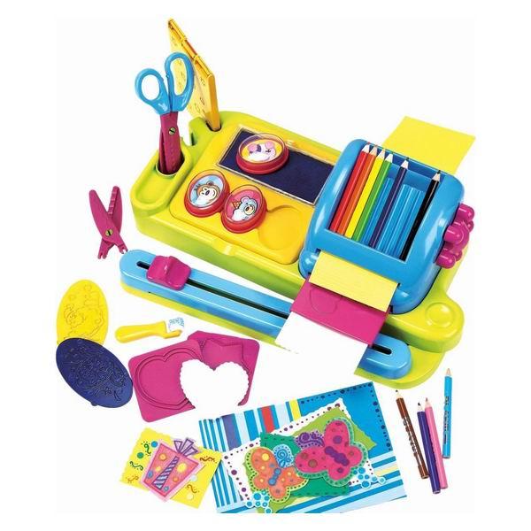 Playgo Набор Бумажная фантазияНабор Бумажная фантазияНабор для творчества Бумажная фантазия PlayGo 7302 станет отличным подарком для вашего ребенка.   Он предназначен для детей от 3 лет.   Модель развивает мышление, усидчивость, творческие способности и мелкую моторику рук.  В этом наборе есть приспособление для мелкой нарезки бумаги, штампики, карандаши, ножницы, удобная подставка и многое другое, необходимое для создания настоящего произведения искусства.<br>