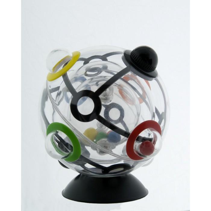 Рубикс Шарик рубикаШарик рубикаГоловоломка Rubiks 360° (он же Шар Рубика, Шарик Рубика или Сфера Рубика) ничем не похожая на кубик Рубика, игра от Rubiks круглая, а не квадратная, прозрачная, а не разноцветная. Это новый Rubiks - это Шарик Рубика!  Разгадать тайну Шарика будет совсем не просто. На этот раз профессор Эрно Рубик создал головоломку абсолютно другого измерения: вместо ставших классикой кубических элементов, у Шарика - подвижные сферы, целых 3 штуки. Для решения понадобится не только логика, но и концентрация, ловкость, сноровка и контроль над гравитацией!  Задача: расположить цветные шарики, находящиеся внутри самой маленькой прозрачной сферы в лунки самой большой, внешней сферы. При этом каждый цветной шарик должен оказаться в лунке соответствующего цвета! Сложность в том, что между внутренней и внешней прозрачной сферой крутится средняя по размеру сфера, у которой всего 2 отверстия-выхода, через которые и нужно провести цветные шарики в процессе их пути наружу, в цветные лунки внешней сферы!  Материал: пластик, металл. Диаметр: 9 см. Упаковка: коробка пластиковая<br>