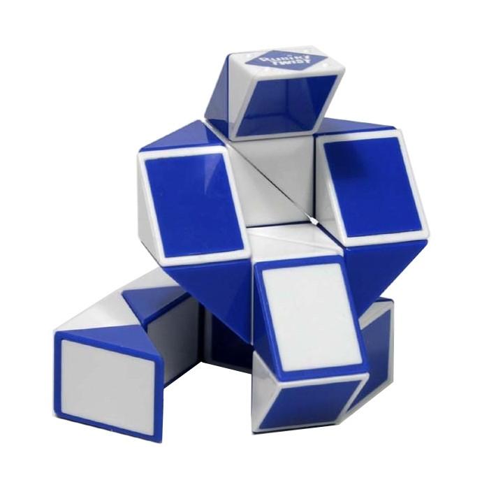 Рубикс Головоломка Змейка большая (24 элемента)Головоломка Змейка большая (24 элемента)Эта игрушка - еще одно творение профессора Рубика, причем не менее популярное чем Кубик Рубика. Змейка сделана из 24 одинаковых треугольников, соединенных между собой. Несложный механизм соединения позволяет вращать треугольники между собой таким образом, что в результате может получиться Лебедь или Летучая мышь, или Мяч, или Собака, или.. да все что угодно. Здесь нет верных и неверных ответов - все зависит от Вашей фантазии!  Игрушка очень удобна в использовании, долговечна (прочные цветные пластиковые наклейки), изготовлена из высококачественного пластика (литье), держать такую игрушку в руках, кроме того, еще и приятно.  Эта вполне математическая головоломка предназначена для взрослых и детей от 5 лет.  Она прекрасно скрасит ваш досуг и поспособствует в развитии.  Собирая различные фигуры, у вас есть великолепная возможность развить пространственное воображение, интеллект, смекалку, память, вы научитесь видеть формы и образы, для детей особенно полезно будет развить мелкую моторику рук.  Как и все игрушки Rubiks, змейка упакована в прозрачный шестигранник с фирменным логотипом.  Змейка Рубика – это отличный выбор для любителей мозгового штурма.  Размер головоломки: 43 см х 2,5 см х 2,5 см. Размер упаковки: 10,5 см х 13 см х 10,5 см. Упаковка: коробка пластиковая<br>