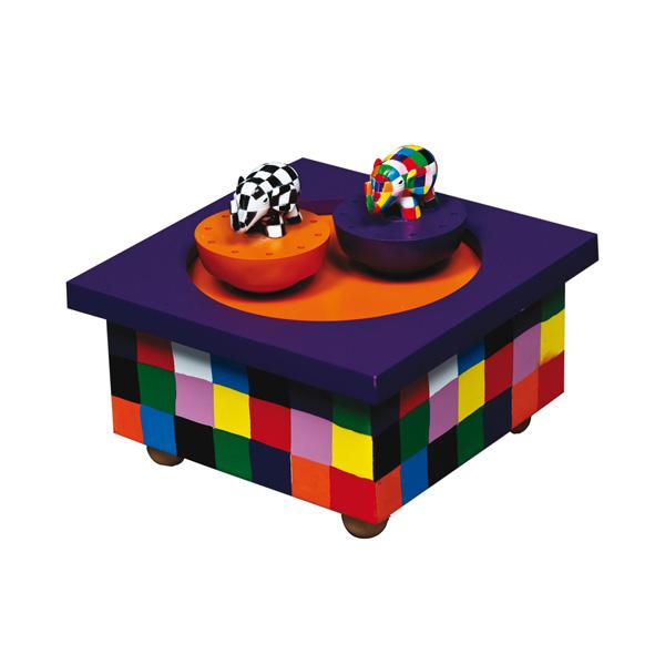 Trousselier Музыкальная шкатулка Wooden Box ElmerМузыкальная шкатулка Wooden Box ElmerСтильная и изящная музыкальная шкатулка Wooden Box Elmer с механическим заводом для хранения игрушечных украшений и прочих мелочей.  При заводе шкатулки, слоник Elmer© танцует под музыку (LET IT BE - P. MCCARTNEY)!    Малыш будет в восхищении. Не забываемый подарок на день рождения!  Музыкальный механизм заводится с помощью маленького ключика.  Размер: 11,5 х 11,5 х 7 см  Поставляется в подарочной коробке Trousselier.   Французский бренд Trousselier вот уже более 40 лет создает уникальные коллекции детских игрушек, товаров для дома и интерьера. Вся продукция изготовлена из натуральных материалов с соблюдением высоких европейских стандартов качества.<br>