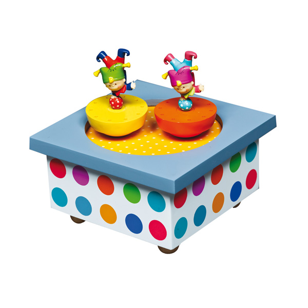 Trousselier Музыкальная шкатулка Wooden Box АкробатыМузыкальная шкатулка Wooden Box АкробатыСтильная и изящная музыкальная шкатулка Wooden Box Акробаты с механическим заводом для хранения игрушечных украшений и прочих мелочей.  При заводе шкатулки, веселые акробаты показывают свое выступление под музыку (FEELINGS - A. MORRIS)!    Малыш будет в восхищении. Музыкальный механизм заводится с помощью маленького ключика. Размер: 11,5 х 11,5 х 7 см  Поставляется в коробке Trousselier.   Французский бренд Trousselier вот уже более 40 лет создает уникальные коллекции детских игрушек, товаров для дома и интерьера. Вся продукция изготовлена из натуральных материалов с соблюдением высоких европейских стандартов качества.<br>
