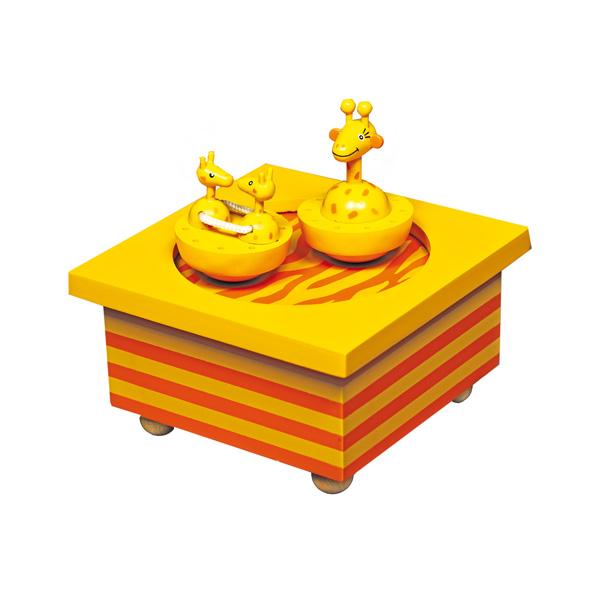 Trousselier Музыкальная шкатулка Wooden Box ЖирафМузыкальная шкатулка Wooden Box ЖирафСтильная и изящная музыкальная шкатулка Wooden Box Жираф с механическим заводом для хранения игрушечных украшений и прочих мелочей.  При заводе шкатулки, жирафики и их мама-жирафа начинают мило танцевать под музыку (INVITATION TO THE DANCE - C. VON WEBER)!    Малыш будет в восхищении. Не забываемый подарок на день рождения!  Музыкальный механизм заводится с помощью маленького ключика.  Размер: 11,5 х 11,5 х 7 см  Поставляется в подарочной коробке Trousselier.   Французский бренд Trousselier вот уже более 40 лет создает уникальные коллекции детских игрушек, товаров для дома и интерьера. Вся продукция изготовлена из натуральных материалов с соблюдением высоких европейских стандартов качества.<br>