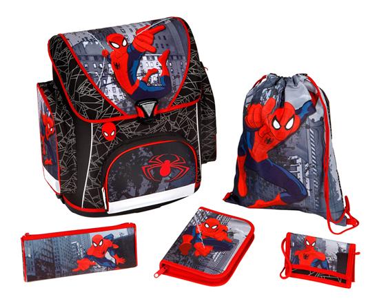 Scooli Портфель с наполнением Spider Man (5 предметов)Портфель с наполнением Spider Man (5 предметов)Undercover Портфель с наполнением Spider Man (5 предметов) будет сопровождать его всегда и везде! Ведь великолепный рюкзак и многочисленные школьные принадлежности, входящие в комплект, с изображением именно этого прекрасного героя!  Чудесный ранец изготовлен из высококачественного, водоотталкивающего материала, имеет прочную, каркасную конструкцию, а также пластиковое дно для предотвращения деформации ранца. Приобретая этот комплект, вы мгновенно освобождаетесь от многочисленных забот, связанных с подготовкой вашего ребенка к школе!  Особенности: В ранце обнаружите 3 замечательных кармана, каждый из которых очень вместительный.  Для дополнительного удобства вашего ребенка при носке рюкзака предусмотрена мягкая спинка со вставками из воздухообменной сетки, а также регулируемые лямки с системой вентиляции.   В комплекте: Портфель Пенал с многочисленными письменными принадлежностями (1 простой карандаш, 8 цветных карандашей, 5 цветных фломастеров с вентилируемыми колпачками, пластиковая линейка 16 см, пластиковая линейка в форме треугольника, точилка, ластик) Пенал-косметичка, который можно использовать по разному назначению Детский кошелек, куда будут вложены деньги для похода в столовую  Сумка для сменной обуви  Размеры: Размер рюкзака: 37 х 41 х 20 см Размер пенала-косметички: 22 х 8.5 х 4.5 см Размер кошелька: 13 х 9 см Размер сумки для сменной обуви: 37 х 28.5 см<br>