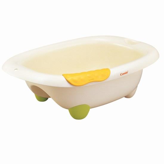 Combi Ванночка для купанияВанночка для купанияМодный дизайн ванночки станет стильным дополнением к любому домашнему интерьеру. Водные процедуры в такой ванночке доставят малышу много веселья и радости.  Характеристики:  форма дна ванны повторяет форму спины малыша, что поддерживает ребенка и облегчает процесс купание на торце ванны есть мыльница для мыла или мелких предметов которые должны быть постоянно под рукой специальная подкладка под руки может быть установлена на любое место бортиков ванны конструкция ванночки не позволяет малышу соскользнуть под воду удобный слив воды, через отверстие в дне   Размеры ванночки (шхдхг) 52.6х80х26 см Емкость 34.7 л<br>