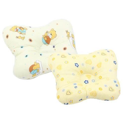 Leader Kids Подушка для новорожденногоПодушка для новорожденногоКомфортный сон имеет для малыша огромное значение.   Анатомическая подушка сделает его максимально комфортным.   Имея специальное углубление, она поддерживает голову малыша, снимая нагрузку с позвоночника, позволяет максимально расслабиться мышцам спину, а также предотвращает запрокидывание головы ребенком.  Материал - 100% хлопок, бязь Наполнитель - полиэстер  Цвета чехла в ассортименте.<br>