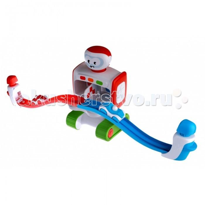 Интерактивная игрушка Me&amp;Dad Веселые стартыВеселые стартыУ робота поворачивается голова, вращаются колеса, он издает звуки при движении и когда машина касается сенсоров.   Робот автоматически отключается через 60 секунд, если с ним не играют.   Для ускорения машин при подъеме наверх нужно ударить по соответствующей кнопке: красной или синей.   В комплект входят 2 машины.  Требуются батарейки 3ААА (в комплект не входят).  Me&Dad — специальный бренд для мальчиков и их пап. Благодаря своим интерактивым функциям эти игрушки интересны не только малышам, но и папам — вместе за игрой они проведут много незабываемого времени!<br>