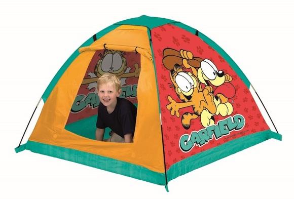 John Игровая палатка ГарфилдИгровая палатка ГарфилдДетская палатка для игр в саду, защищает от солнца и небольших атмосферных осадков. Удобно и быстро собирается и разбирается, имеет водоотталкивающую наружную ткань и пол из прочного синтетического материала. Свободностоящая конструкция с проветриваемым верхом не требует дополнительных растяжек или колышков, поэтому ее легко можно собрать и в помещении. Палатка украшена снаружи изображениями героев популярного мультфильма.   Особенности: Каркас легко собирается из трубочек Вход в палатку может быть открытым благодаря креплениям-ленточкам Наверху сетчатый участок для вентиляции, который при необходимости легко закрыть Подходит для игры в помещении и на улице Легкая в уходе и хранении  Размеры товара: 120 х 120 х 87 см<br>