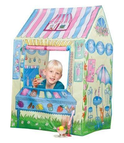 John Игровая палатка МороженоеИгровая палатка МороженоеДетская палатка для игр в саду, защищает от солнца и небольших атмосферных осадков. Удобно и быстро собирается и разбирается, имеет водоотталкивающую наружную ткань. Свободностоящая конструкция с проветриваемым верхом не требует дополнительных растяжек или колышков, поэтому ее легко можно собрать и в помещении. Палатка украшена снаружи изображениями.   Особенности: Каркас легко собирается  Окно в палатке может быть открытым благодаря креплениям-ленточкам Подходит для игры в помещении и на улице Легкая в уходе и хранении  Размеры товара: 110 х 70 х 60 см<br>