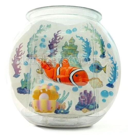 Интерактивная игрушка Море чудес Рыбка-акробат с аквариумомРыбка-акробат с аквариумомИгрушечная рыбка-акробат может плавать в воде совсем как настоящая.   Рыбка-акробат очень реалистично плавает и ныряет.   Траектория движения рыбки-акробата зависит от наклона её хвоста. Перед тем, как выпустить рыбку-акробата в воду, установите ей необходимый угол наклона хвоста.  Если хвост установить ровно, то рыбка станет плавать практически по-прямой, если придать хвосту наклон, то игрушечная рыбка станет плавать по случайной траектории.  Игрушка работает от двух батареек типа ААА (LR03).  В наборе: Аквариум (объем 5 л) Рыбка-акробат 12 см (в ассортименте) Ракушка с жемчужиной Набор наклеек<br>