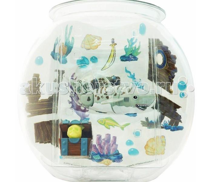 Интерактивная игрушка Море чудес Акула-акробат с аквариумомАкула-акробат с аквариумомИгрушечная акула-акробат может плавать в воде совсем как настоящая.   Акула-акробат очень реалистично плавает и ныряет.   Траектория движения акулы-акробата зависит от наклона её хвоста. Перед тем, как выпустить акулу-акробата в воду, установите ей необходимый угол наклона хвоста.  Если хвост установить ровно, то рыбка станет плавать практически по-прямой, если придать хвосту наклон, то игрушечная рыбка станет плавать по случайной траектории.  Игрушка работает от двух батареек типа ААА (LR03).  В наборе: Аквариум (объем 5 л) Акула-акробат 12 см (в ассортименте) Сундук с черепом Набор наклеек<br>