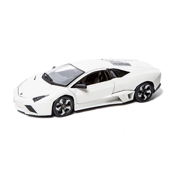 Bburago 1:18 Машина Lamborghini Reventon1:18 Машина Lamborghini ReventonМашина Lamborghini Reventon – это копия настоящего автомобиля с полной детализацией всех частей, 1:18.  Игрушка выполнена из высококачественного металла и пластика. Детали и края аккуратно обработаны.   Коллекционные машинки Бураго развивают у ребенка развивают координацию движений и меткость, пространственное и образное мышление, воображение, мелкую моторику. С мини-модельками автомобилей Bburago игра станет настолько увлекательной, что оторваться будет невозможно!   Компания Bburago – мировой лидер в производстве коллекционных моделей автомобилей. Более 30 лет профессиональные дизайнеры Bburago разрабатывают точные копии современных машин и ретро машин известных марок. С автомобилями Bburago можно не только играть, но и сделать их частью своей коллекции!<br>