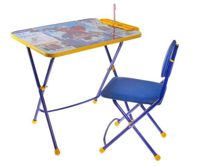 Ника Набор мебели Человек-паук (стол-парта+стул)Набор мебели Человек-паук (стол-парта+стул)Набор детской мебели Disney Человек-паук предназначен для детей возраста от 3 до 7 лет. Это безопасная, удобная мебель, которая компактно складывается и экономит пространство Вашей квартиры. Углы стола и стула мягко закруглены, основу мебели составляет металлический каркас, а форма и габариты соответствуют росту и весу ребенка.   С набором детской мебели Disney Ваш ребенок будет с удовольствием получать новые знания, тренировать полученные навыки и развивать свои творческие способности! Главное в обучении ребенка – это правильный подход в форме игры, поэтому каждый стол – тематический.  В набор входят: складной стол с подножкой высотой 57 см складной стул с мягким сиденьем (флок) пенал<br>