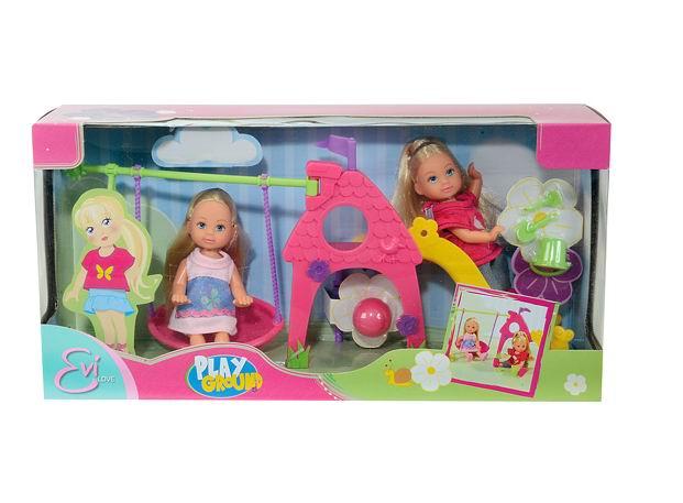 Куклы Simba Еви на детской игровой площадке