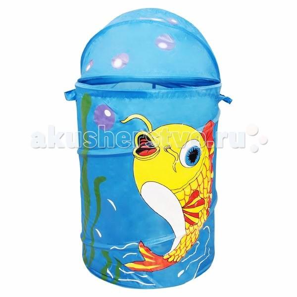 Amalfy Корзина для игрушек Золотая рыбкаКорзина для игрушек Золотая рыбкаЧтобы игрушки не пылились, поможет вместительная корзина для игрушек.   Она яркая и красивая, что обязательно оценит любой ребенок.   Легко складывается в сумочку, которая прилагается к корзине, как подарочная упаковка.   Имеет каркас на гибкой пружине.  Малыш с удовольствием приспособит ее для игр и пряток.  Выполнена из экологически чистых материалов.  Размеры: Диаметр 43 см Высота 60 см Объем — 50–55 л Вес — 0.35 кг<br>