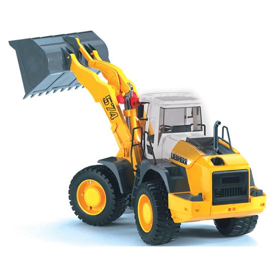 Bruder Погрузчик колёсный Liebherr L574 с ковшомПогрузчик колёсный Liebherr L574 с ковшомПогрузчик колесный Bruder Liebherr L574 с ковшом    Особенности:    Создан в масштабе 1:16  Он оснащен крупным ковшом, который поднимается и поворачивается в разные стороны с использованием специального элемента, который удобен для захвата его пальцами.   Крышка моторного отсека открывается.   Колеса изготовлены из прорезиненного мягкого материала, не оставляющего следов на покрытиях.    Все изделия Bruder сертифицированы. При их изготовлении используются только нетоксичные материалы, не вызывающие никаких аллергических реакций.<br>