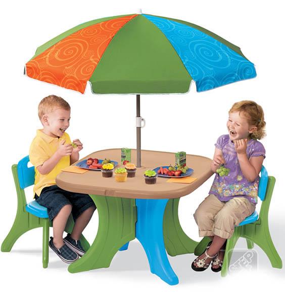 Пластиковая мебель Step 2 Столик со стульями и зонтом