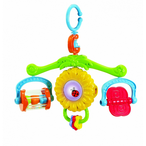 Подвесная игрушка Playgo Солнышко на коляскуСолнышко на коляскуПри нажатии кнопки в центре подсолнуха начинает играть весёлая мелодия (3 мелодии) и подсолнух мигает разноцветными огоньками.  Место установки: купол коляски.  Работает от 3-х батареек формата ААА 1.5 V (входят в комплект).  Размер игрушки 27.5х26 см<br>