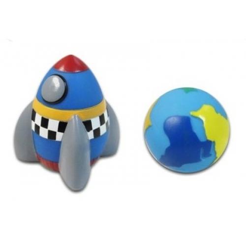 Жирафики Набор КосмосНабор КосмосЖирафики 681053 Набор Космос.   В наборе космическая ракета и земной шар.  Игрушки из ПВХ идеально подойдут для сюжетно-ролевых и развивающих игр, безопасны для здоровья, не сломаются и не разобьются.  Играя, ребенок развивает воображение, познавательное мышление и мелкую моторику рук.  В комплекте 2 игрушки.<br>