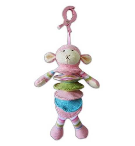 Подвесная игрушка Жирафики Овечка 939272Овечка 939272Музыкальная подвеска Жирафики 939272 Овечка.  Развивающая игрушка Овечка предназначена для самых маленьких.  Игрушку можно подвесить к детской кроватке.  Если потянуть овечку вниз, заиграет приятная мелодия.   Играя, малютка развивает мелкую моторику рук, слух и тактильные ощущения.   Длина игрушки: 27 см<br>