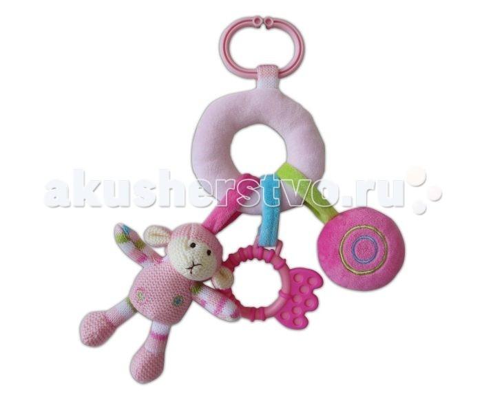 Подвесная игрушка Жирафики Овечка с подвесками 939278Овечка с подвесками 939278Развивающая игрушка Жирафики 939278 Овечка с подвесками.  Развивающая игрушка Овечка объединяет погремушку, пищалку и прорезватель. Яркая расцветка и фактура привлечет внимания ребенка.   Играя, малыш развивает слух, хватательный рефлекс, тактильные ощущения и мелкую моторику рук.<br>
