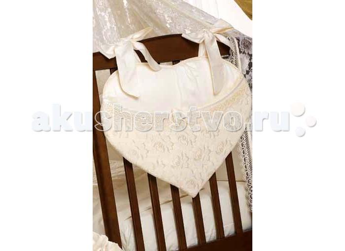 Roman Baby Сумка на кроватку RubacuoriСумка на кроватку RubacuoriСумка для кровати выполнена по современным технологиям с использованием натуральных материалов. Идеально вписывается в общий интерьер комнаты и является ее неотъемлемой частью.  Характеристики: материал - 100% хлопок удобная сумка для кровати, куда можно положить игрушки и милые вещицы итальянская фурнитура, оригинальная авторская вышивка сумка отличается высоким качеством пошива удобство и простота в использовании крепится к кровати с помощью лент благодаря устойчивым красителям, сумка сохраняет насыщенность красок и безупречный вид после стирки качество материала обеспечивает лёгкость стирки и долговечность<br>