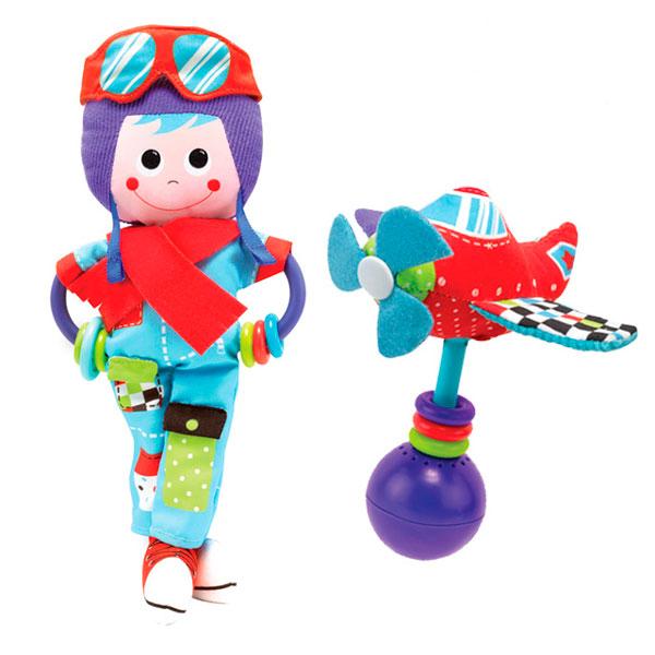 Погремушка Yookidoo ПилотПилотРазвивающая игрушка Yookidoo Пилот выполнена в ярком и красочном дизайне, который обязательно понравится малышу. Ребенок будет с удовольствием рассматривать свою первую и очень забавную игрушку.  Особенности: Игрушка сделана из материалов различной текстуры, для тренировки моторики пальчиков и развития тактильных ощений К Пилоту крепится прорезыватель со множеством разноцветных колечек, который непременно понадобится для чещушихся зубиков крохи При необходимости, игрушку можно подвесить в коляску, кроватку, используя большое пластиковое кольцо В комплект также входит музыкальная погремушка Вертолет. При встряхивании звучат смешные звуки. К вертолету дополнительно в комплект входит пластиковое кольцо для подвешивания С Пилотом малыш развивает моторику рук, тактильные ощущения, слуховое восприятие<br>