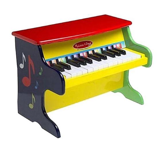 Музыкальная игрушка Melissa &amp; Doug ПианиноПианиноПианино Melissa & Doug учимся играть это яркое пианино с набором из 25 функциональных с цветными пометками клавиш и двух полных октав. В комплект входит яркий иллюстрированный песенник.   Компания Melissa&Doug придерживается самых высоких стандартов качества и безопасности детских образовательных продуктов для детей. Melissa & Doug - это один из ведущих брендов деревянных игрушек, используемые компанией покрытия и красители нетоксичны.<br>