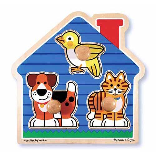 Melissa &amp; Doug Домик с животными 3 эл.Домик с животными 3 эл.Мои первые пазлы Melissa & Doug Домик с животными.  Три любимых животных живущих в уютном синем домике всегда готовы к игре. Головоломка из толстого дерева с тремя удобными деревянными штампами. Красочное изображение соответствует определенному штампу. Развивает визуальные и координационные навыки<br>