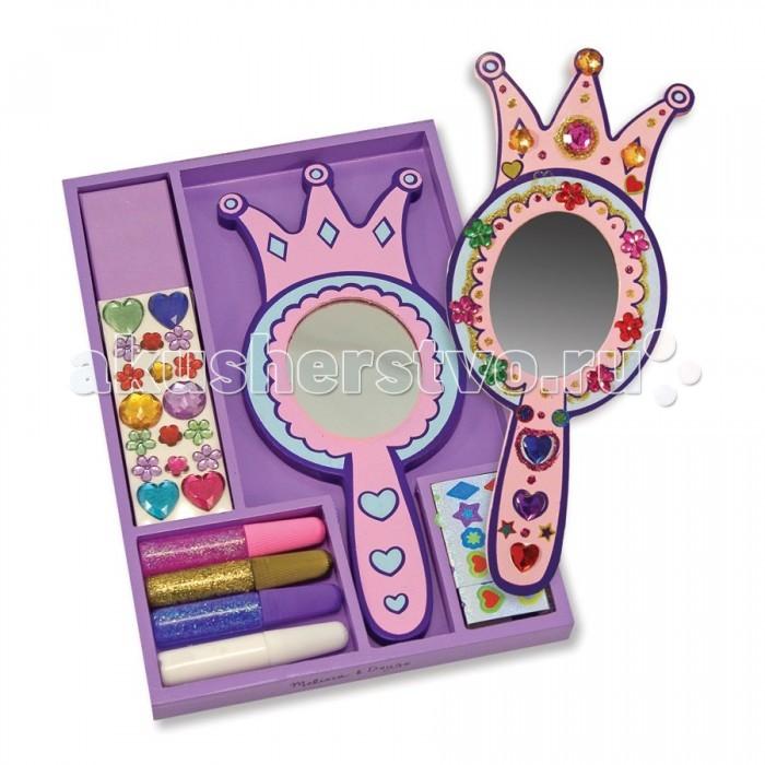 Melissa &amp; Doug Набор для творчества Зеркало принцессыНабор для творчества Зеркало принцессыЗеркало принцессы Melissa & Doug  В этом очаровательном зеркале Ваше отражение будет поистине царственным! Этот комплект включает королевское деревянное зеркало, блестки, клей, цветные драгоценные камни и наклейки! Будет чем заняться на вечеринке или в дождливые дни!<br>