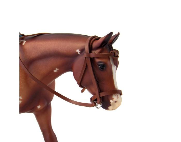 Breyer Регулируемая уздечка в стиле дикого запада для лошадиРегулируемая уздечка в стиле дикого запада для лошадиНеобычная уздечка выполнена из натуральной кожи и полностью регулируется, подстраиваясь именно под вашу лошадь, используется в шоу-программах.   Предназначена для лошадей серии Traditional.   Лошадь продается отдельно.   Все изготовлено из высококачественных материалов, экологично и абсолютно безопасно.    Рекомендовано детям от 4 лет.<br>