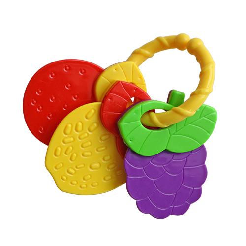 Погремушка Lubby ЯгодкиЯгодкиПогремушка Lubby Ягодки развивает зрение, слух, координацию движений, мелкую моторику малыша.  Особенности: Держим сами: форма игрушки-погремушки позволяет малышу удобно держать ее пальчиками самостоятельно Учим цвета: игрушка-погремушка выполнена в нежной цветовой гамме Безопасно: игрушка - погремушка не имеет поверхностного окрашивания<br>