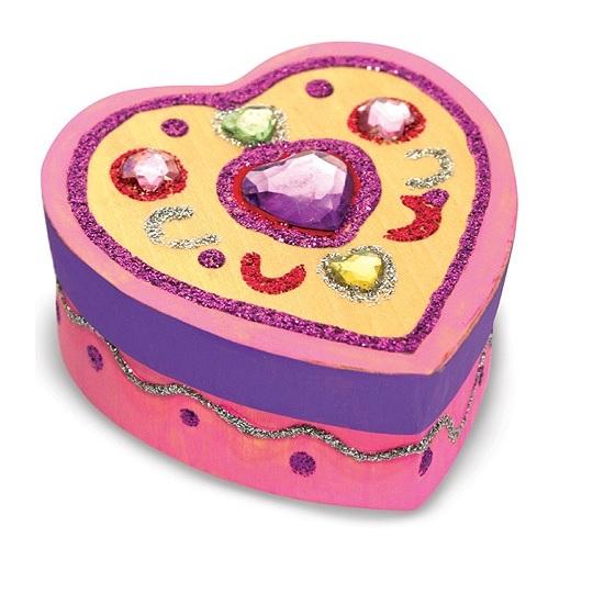 Melissa &amp; Doug Шкатулка-сердцеШкатулка-сердцеНабор для творчества Melissa & Doug Шкатулка-сердце  Ищете идеальное место для хранения сокровищ/украшений? Этот комплект включает деревянную шкатулку в форме сердца, блестки, клей, цветные драгоценные камни, 4 банки краски и кисть! Будет чем заняться на вечеринке или в дождливые дни!<br>