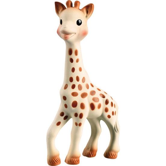 Прорезыватель Vulli Жирафик Софи большой 616326Жирафик Софи большой 616326Vulli Жирафик Софи 616326 – уникальная развивающая игрушка-прорезыватель стимулирует все 5 органов чувств ребенка.   Более 50 лет назад Жирафик Софи был создан во французской провинции Румилли Седекс, где и производится до сих пор вручную. По развивающим характеристикам игрушка не имеет аналогов.   Жирафик Софи стала другом более чем 30 миллионам малышей по всему миру!   Осязание: мягкая поверхность напоминает малышу нежную мамину кожу и развивает тактильные ощущения, успокаивает малыша. Стимулирование осязания крайне важно для ребенка. Оно является основой для развития речи и способности выражать мысли в более позднем возрасте.   Зрение: темные пятнышки на теле жирафа заставляют малыша фокусировать на них внимание, стимулируя органы зрения. Контрастные пятнышки на теле жирафа научат малыша различать цвета, фокусировать зрение на мелких объектах, научат ребенка концентрировать свое внимание на окружающих предметах, что поможет малышу успешнее познавать окружающий мир в дальнейшем.   Слух: при нажатии на жирафика малыш услышит писк и начнет понимать причинно-следственную связь между действием (нажатием) и звуком. Мир звуков стимулирует поисковый рефлекс у ребенка, побуждающий изучать окружающий мир. Развитие поискового рефлекса крайне важно, ведь именно благодаря ему малыш учится принимать первые решения.  Моторика и координация: длинные ножки легко и удобно хватать маленькими ручками – это развивает хватательный рефлекс. Ребёнок будет сжимать и разжимать игрушку как эспандер.   Обоняние: натуральный аромат каучука стимулирует органы обоняния малыша и научит отличать Софи от других игрушек, что будет способствовать развитию долговременной памяти.   Смягчает боль в деснах в период прорезывания зубов: нежная текстура жирафика и части, которые можно жевать (ушки, рожки, ножки), делают Софи идеальной для смягчения боли в деснах малыша. Длинные ножки малыш полюбит жевать растущими глубоко в полости 