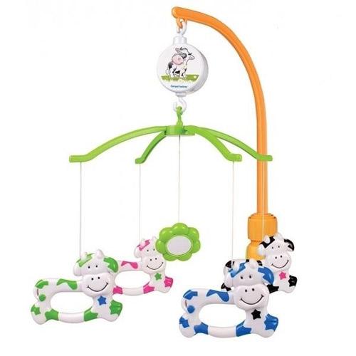 Мобиль Canpol Маленькая корова 2/173Маленькая корова 2/173Музыкальная игрушка карусель Маленькая корова Canpol 2/173.  Музыкальная карусель крепится на кроватку.  Красочные пластиковые игрушки-погремушки привлекают внимание ребенка, развивают его зрение и координацию движений.  Приятная мелодия музыкальной шкатулки успокаивает ребенка и помогает ему заснуть.   Карусель легко содержать в чистоте. Идеально подходит малышам, страдающих аллергией.<br>