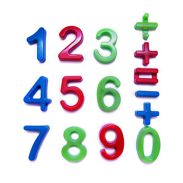 Каролина-М Набор Цифр АрифметикаНабор Цифр АрифметикаИгрушка Набор Цифр Арифметика предназначена для развития у ребенка математических навыков и мелкой моторики рук.   Также может использоваться в качестве песочных форм для игр в песке.   Изготовлена из высококачественного пластика с глянцевой поверхностью.<br>