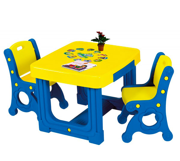 Haenim Toy Стол и два стулаСтол и два стулаHaenim Toy Стол и два стула сказочная форма так и притягивают малыша посидеть за своим первым в жизни рабочим местом. Это и учебная парта, и игровой столик. За таким набором так и хочется присесть порисовать, полепить, учиться читать.  Особенности: Игровой стол с двумя выдвижными ящиками, столешница с антистатическим покрытием и игрой Princу desk (рисунки животных с надписями) Два крепких стульчика, легкие и устойчивые, с ручкой-отверстием, для переноски Удобная подставка для ножек ребенка В ящичках могут лежать и альбом и карандаши и пластилин, игры и игрушки, которыми можно аккуратно играть за своим столиком. И мебель по росту - удобно и безопасно Столик оснащен двумя выдвижными ящиками, отделениями - подставками для карандашей, блокнотов, красок и т.п. Столешница сделана с антистатическим покрытием Столик имеет рифленую подставку для ножек, что очень удобно.  Комплект выполнен в ярких красках, которые привлекают внимание малыша В ящичке можно хранить все необходимы вещи, а также результаты работы Вашего ребенка Комплект выполнен из пластика, отвечающего европейским требованиям качества и безопасности, его можно использовать как дома, так и на улице. Комплект легко складывается и собирается  Размеры стола: 72 х 670 х53 см Размеры стульев: 34 х 34 х 60 см<br>