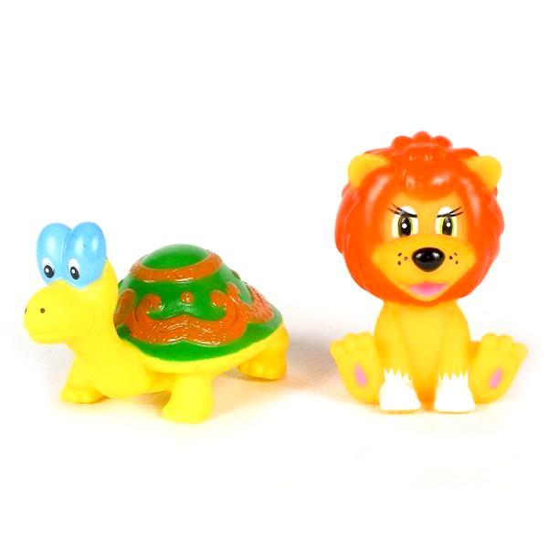 Играем вместе Набор для ванной Львенок и черепахаНабор для ванной Львенок и черепахаНабор для купания Играем вместе Львенок и черепаха непременно понравится вашему ребенку и превратит купание в веселую игру!   Игрушки выполнены из безопасного ПВХ.  Если сжать игрушки, раздастся веселый писк.  Оригинальный стиль и великолепное качество исполнения делают этот набор чудесным подарком к любому празднику, а жизнерадостные образы представят такой подарок в самом лучшем свете.<br>