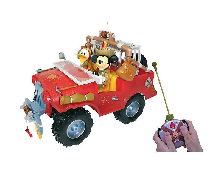 IMC toys Disney Машина+фигурки Приключения Mickey Mouse на радиоуправленииDisney Машина+фигурки Приключения Mickey Mouse на радиоуправленииIMC toys Disney Машина+фигурки Приключения Mickey Mouse на радиоуправлении - радиоуправляемый джип с Микки Маусом и Дональдом Даком, который может двигаться вперед, назад, поворачивать влево и вправо.   Игра с моделью не только развлекает ребенка, но и вырабатывает такие качества, как ловкость и слаженность движений рук, сноровку и координацию, развивает мелкую моторику пальцев рук, заставляет подвигаться и пофантазировать.   Комплект требует: 6 x AA для модели, 1 x 9 В Крона для пульта (в комплект не входит).<br>