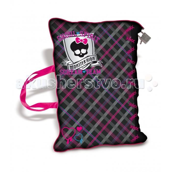 IMC toys Monster High Дневник секретныйMonster High Дневник секретныйIMC toys Monster High Дневник секретный - удобная и мягкая сумка? Не только! Это еще и дневник для секретов маленькой модницы! Закрывается на молнию, которая застегивается на замочек.   Внутри есть карман для MP3-плеера с громкоговорителем, маленькая вынимаемая сумочка-кошелек, записная книжка, 8 стираемых страниц со специальной ручкой. Сумочка воспроизводит песню из мультсериала Школа Монстров (на английском языке).   Ты можешь подключить к ней свой мобильный телефон или mp3 плейер и наслаждаться своей любимой музыкой!  Представленный дневник мягкий, приятный на ощупь и работает от батареек. Он сможет сохранить все секреты Вашей принцессы!<br>