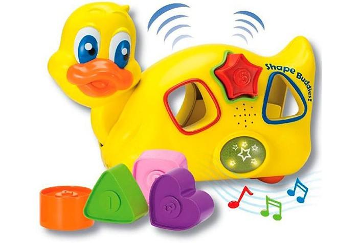 Сортер Keenway Музыкальная Уточка (свет, звук)Музыкальная Уточка (свет, звук)Музыкальная игрушка-сортер «Уточка» Keenway 31539 - забавная игрушка, которая понравится вашему малышу.   В комплекте есть милая Уточка и пять фигурок разных форм и цветов. На каждой фигурке написан номерок, так малыш познакомится с основными цифрами.   Фигурки нужно вставить в отверстия в тельце уточки. Если малыш расставить фигурки по своим местам, то заиграет веселая мелодия, загорятся яркие огоньки.   А после нажатия кнопочки сверху уточки, все фигурки выкатятся.   Игрушка изготовлена из качественного пластика. Она абсолютно безопасна для малышек и не имеет острых углов.   Уточка способствует развитию мелкой моторики, координации движений, логического мышления и усидчивости.<br>
