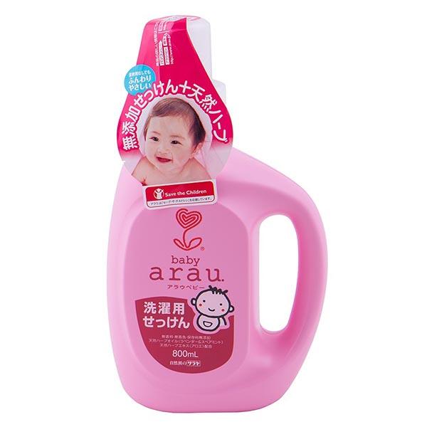 Saraya Arau Baby Жидкость для стирки детской одежды 800 млArau Baby Жидкость для стирки детской одежды 800 млЖидкость для стирки детской одежды Arau Baby не содержит синтетических ПАВов, искусственных ароматизаторов, красителей и консервантов. Жидкость полностью смывается водой, не остается на одежде. Благодаря натуральному составу жидкость Arau Baby делает детские вещи мягкими и приятными на ощупь. Эфирные масла лаванды и мяты придают белью аромат чистоты и свежести. После стирки одежда не является причиной возникновения аллергических реакций, что характерно для одежды, выстиранной синтетическим моющим средством.  Подходит для всех видов ткани. Предназначено для ручной и автоматической стирки. Добавлен экстракт алоэ для смягчения и увлажнения кожи. Теперь после ручной стирки белья ваши руки останутся гладкими и увлажненными.   Состав: вода, натуральное калиевое мыло на основе кокосового масла, эфирное масло лаванды, эфирное масло мяты.   Способ применения: используйте 50 мл жидкости для стирки на 30 л воды.   Уже более 50 лет японская компания Saraya Co Ltd. занимает ключевые позиции на рынке гигиенических продуктов. Наиболее важное значение при производстве компания придает экологическим аспектам, используя только экологически чистые технологии. Всегда придерживаясь последних международных стандартов качества и безопасности, Saraya предлагает своим покупателям только надежное и проверенное качество. Серия Arau Baby разработана специально для детей.<br>