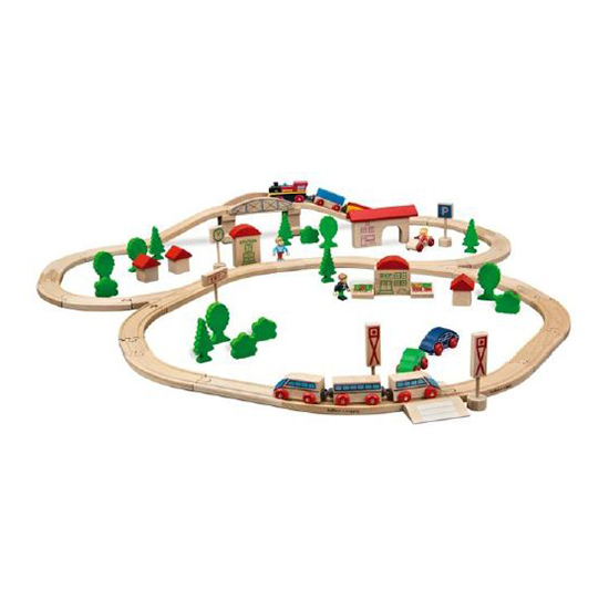 Eichhorn Железная дорога с мостом и 2 поездами (деревянная)Железная дорога с мостом и 2 поездами (деревянная)Набор деревянной ж/д с мостом и 2 поездами  Длина трека 400см.   В набор входит 81 деталь: паровоз, 2 вагона, скоростной поезд из 3-х элементов, 10 деревьев, 5 кустов, 5 домов с крышами, 3 машинки, 4 дорожных знака, 1 остановка, 3 фигурки людей, 2 прилавка магазина, 1 часы, рельсы, мост.<br>
