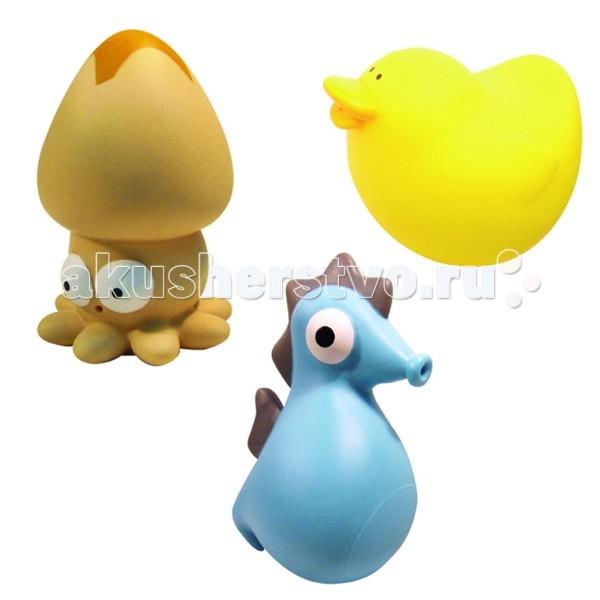 MAPA baby Набор ПВХ для ванной Веселая компанияНабор ПВХ для ванной Веселая компанияНабор ПВХ для ванной Веселая компания (3 игрушки)  ПВХ-игрушки для ванной Mapa Baby – море веселья и положительных эмоций малышу. Игровые наборы, состоящие из ярких фигурок животных, птичек и насекомых, привлекают внимание и превращают купание в веселую игру.   Все игрушки выполнены из мягкого, приятного на ощупь, безопасного материала и прекрасно держатся на воде.  Если в игрушки сначала набрать воды, а потом нажать на них, то брызнет тонкая струйка, что позабавит малыша и привлечет его к игре.   Наборы для ванной Mapa Baby – это развитие воображения, цветового восприятия, тактильных ощущений и мелкой моторики рук.<br>