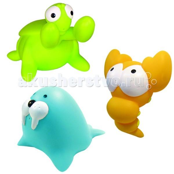 MAPA baby Набор ПВХ для ванной ВодоплавающиеНабор ПВХ для ванной ВодоплавающиеНабор ПВХ для ванной Водоплавающие (3 игрушки).  ПВХ-игрушки для ванной Mapa Baby – море веселья и положительных эмоций малышу. Игровые наборы, состоящие из ярких фигурок животных, птичек и насекомых, привлекают внимание и превращают купание в веселую игру.   Все игрушки выполнены из мягкого, приятного на ощупь, безопасного материала и прекрасно держатся на воде.  Если в игрушки сначала набрать воды, а потом нажать на них, то брызнет тонкая струйка, что позабавит малыша и привлечет его к игре.   Наборы для ванной Mapa Baby – это развитие воображения, цветового восприятия, тактильных ощущений и мелкой моторики рук.<br>