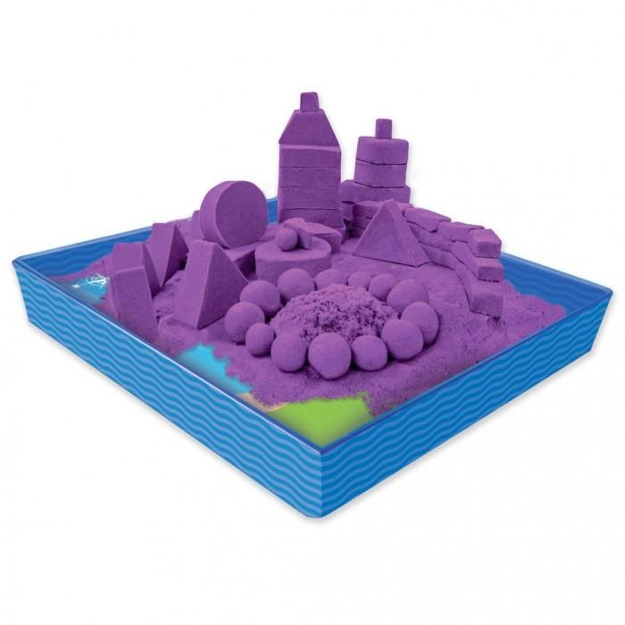 Kinetic Sand Кинетический песок для лепки 454 г лоток, 4 формочкиКинетический песок для лепки 454 г лоток, 4 формочкиKinetic sand Набор: Песок для лепки Сиреневый цвет 454 г лоток, 4 формочки  Удивительный набор кинетического песка Kinetic Sand фиолетового цвета с 4-я формочками для создания фигурок морского конька, черепахи, рыбки и замка, а также лотком-песочницей!  Кинетический песок Kinetic Sand похож на мокрый песок и, благодаря специальному полимеру, он не высыхает, что позволяет играть с ним вновь! С помощью этого чудесного песка можно лепить различные формы и не испачкаться! Мягкий на ощупь и совершенно не липкий, что позволяет рукам и одежде оставаться чистыми.  Не важно где ребенок будет играть: дома, в поездке за город или в гостях. Песок Кинетик Сенд одинаково быстро и не оставляя следов удаляется с любых поверхностей!   Дополняет Набор для творчества Kinetic sand 150-101 Кинетик сэнд Кинетический песок для лепки 1 кг   В набор входит:  Песок 4 формочки Лоток-песочница<br>