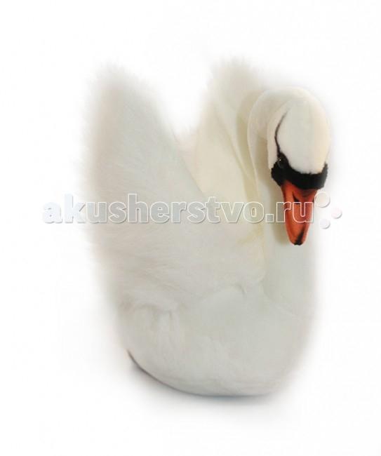 Мягкая игрушка Hansa Белый лебедь 32 смБелый лебедь 32 смБелый лебедь, 32 см.  Игрушки Ханса изготовлены из искусственного меха очень приятного на ощупь, внутри имеют титановый каркас. Наличие каркаса позволяет изменять положение лап и туловища, а также поворачивать голову. Игрушки полностью копируют оригинал и могут быть выполнены в натуральную величину. На крупно габаритных игрушках ослик, лошадка и проч., размером от 1м можно сидеть верхом. Благодаря прочному каркасу, они выдерживают вес до 65-70кг. Компания Hansa была основана в 1972 году на Филиппинах мистером Хансом Акстельмом и в прошлом году отметила свой 40 летний юбилей. 7 мировыч обществ охраны природы признали мягкие игрушки фирмы Ханса самыми натуралистичными моделями животных .  Мягкие игрушки Ханса: абсолютно реалистичные жирафы, слоны, коалы и медведи, изготовленные из экологически чистых материалов, сертифицированные как детские игрушки, могут так же стать великолепным украшением любого интерьера – от оформления комнаты до торгового зала, офиса, ресторана, шоу-программы или праздничной вечеринки.  Игрушки HANSA идеальны для модных интерьеров в африканском или японском стиле. Благодаря своей реалистичности игрушки Hansa имеют огромное природоохранное значение - они позволяют любоваться дикими животными, сохраняя им жизнь. Отдельная линия анимированных декоративных композиций дает возможность создавать эффектные экспозиции для выставок, презентаций, витрин и проч. Мягкие анимированные игрушки нередко делаются на заказ, для конкретных интерьеров и событий. В ассортименте hansa игрушки более 3000 наименований: от райских птичек и мышей 5 см до слонов и жирафов 4,5 м.<br>