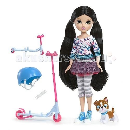 Moxie Лекса Весёлое катание (самокат)Лекса Весёлое катание (самокат)Игрушка кукла Moxie Лекса Весёлое катание (самокат)  Кукла имеет свое любимое средство передвижение самокат и вместе с ней  катается ее  симпатичный питомец. Также в комплект входит шлем.    Батарейки не требуются.<br>