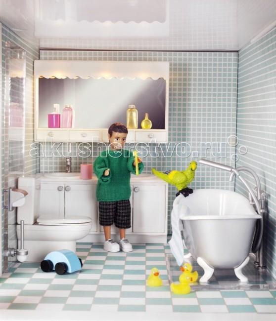 Lundby Мебель для домика Смоланд Ванная и душеваяМебель для домика Смоланд Ванная и душеваяLundby Мебель для домика Смоланд Ванная и душевая.  Шведская компания Lundby – одна из старейших в мире по производству кукольных домиков. Ее история началась в далеком 1945 году, когда супруги Томсен открыли семейное предприятие в родном городе Lundby (Лундбю). Со временем производство значительно расширилось, а игрушки компании Lundby завоевали сердца покупателей во всем мире. Кукольные домики Lundby – это уменьшенные копии современных домов в масштабе 1:18.  Серия Смолэнд – это основа, которую можно заполнить мебелью и деталями интерьера на свой собственный вкус: приобрести новый комплект мебели, поменять обои, повесить шторы. Также есть возможность расширить игровое пространство, достроив дополнительный этаж. Отдельно можно приобрести уличную зону в зимнем и летнем варианте. Серия Стокгольм – это домик с элементами внешнего дизайна: верхней площадкой для барбекю, внутренним двориком и шикарным выдвижным бассейном. Разумеется, этот домик тоже можно обставить и украсить на свой вкус.  Уникальная особенность домиков Lundby – возможность подключения настоящего освещения в комнатах! Эта опция приводит в восторг даже родителей, что уж говорить о детях. При этом оборудование полностью безопасно, что очень важно, когда речь идет о детских игрушках. Освещение подключается очень легко: внутри домика имеется вся необходимая проводка – нужно просто установить светильники и подключить к питанию (можно подключить до 36 единиц различного света). Элементы освещения и блок питания продаются отдельно в наборах. Мебель и детали интерьера выполнены с большим вниманием к деталям, выглядят очень достоверно и гармонируют между собой. Чтобы поменять обои в домике, нужно скачать их с сайта компании в pdf-формате, распечатать на цветном принтере, вырезать и наклеить.  Изделия Lundby изготавливаются из качественных и абсолютно безвредных материалов. Домики выполнены из прочной пластмассы, которая не